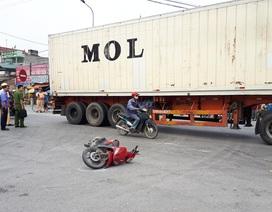 Nữ công nhân bị xe tải kéo lê, tử vong tại chỗ