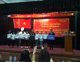 8 sinh viên xuất sắc nhận học bổng ngành địa hình quân sự
