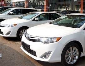 Mua ô tô ra khỏi showroom mất trăm triệu đồng, khách phát hoảng