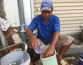 """Nghề """"độc"""" Sài Gòn: 25 năm tân trang bồn cầu bán cho người nghèo"""