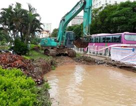 Hà Nội: Cả phường mất nước vì đơn vị thi công làm vỡ đường ống