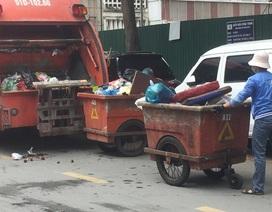 Ước mơ của chàng tân sinh viên khiến người mẹ đẩy xe rác rơi nước mắt