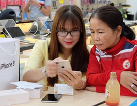 """Mở bán iPhone 8 chính hãng: """"Tưởng ế"""" hóa ra lại bán tốt"""