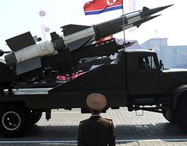 """Tên lửa """"tỏa nhiệt"""" khắp Đông Bắc Á"""