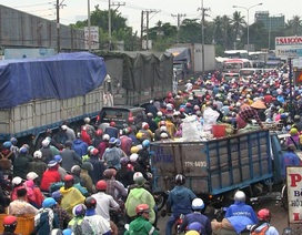 TPHCM: Đường về các tỉnh miền Tây kẹt cứng ngày đầu kỳ nghỉ lễ