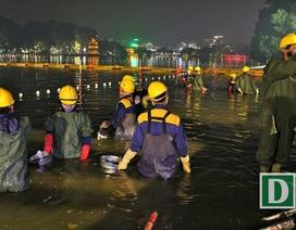 Gần 200 công nhân trắng đêm nạo vét hồ Hoàn Kiếm
