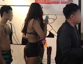 Công ty game tung ra chiêu mặc bikini, miễn phí trà sữa gây phản cảm