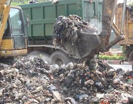 """""""Núi rác"""" ở Hà Nội được thu dọn sau 4 tháng ứ đọng"""