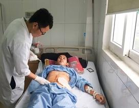 Đi hái rau rừng, bệnh nhân dính 9 viên đạn vào bụng, ngực