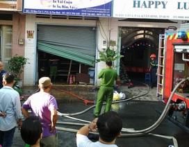 Cháy công ty in vải, 5 người chạy lên sân thượng thoát thân