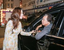 """Bố Hồ Quỳnh Hương làm """"tài xế"""" đưa con gái đi làm đầu năm"""