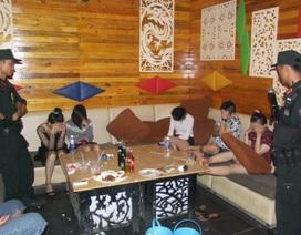"""""""Đột kích"""" quán karaoke, phát hiện 25 khách đang """"phê"""" ma túy"""
