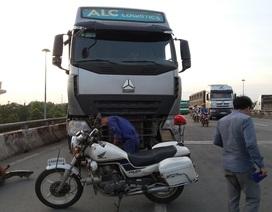 Vi phạm giao thông, tài xế Đài Loan cố thủ trên xe suốt từ chiều đến tối!
