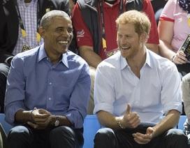Ông Obama tươi cười xem bóng rổ cùng Hoàng tử Harry