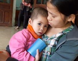 Mẹ nghèo đau đớn trước cảnh con gái 3 tuổi mắc bệnh ung thư máu