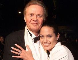 Cha Angelina Jolie không biết con gái từng bị đạo diễn quấy rối