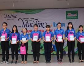 """Trao 10 suất học bổng """"Vì tương lai Việt Nam"""" cho học sinh có hoàn cảnh khó khăn"""