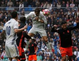 Những khoảnh khắc C.Ronaldo sắm vai người hùng và tội đồ trước Valencia