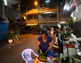 Giữa Sài Gòn, một gia đình người Hoa gói 100 bánh chưng ăn Tết