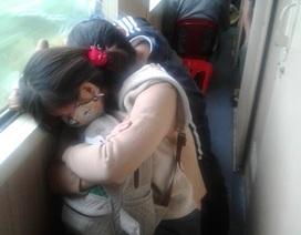 Mệt nhoài trên chuyến tàu Bắc - Nam