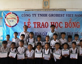 Trao 150 suất học bổng Grobest Việt Nam đến học sinh nghèo hiếu học tỉnh Bến Tre