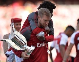 """Arsenal 1-2 Sevilla: """"Pháo thủ"""" vẫn vô địch Emirates Cup"""