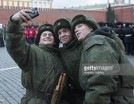 """Nga cấm quân nhân chụp hình """"tự sướng"""" đăng mạng xã hội"""