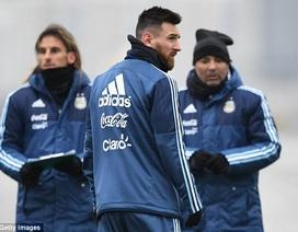 Lionel Messi run rẩy trong cái lạnh tại nước Nga