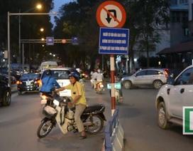 Hàng đoàn xe rồng rắn đi ngược chiều giữa đường phố Hà Nội