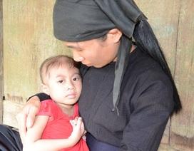 Gian nan hành trình níu kéo sự sống của em bé vùng cao