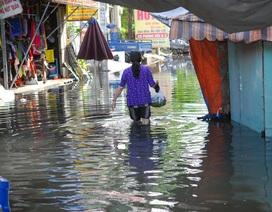 Hình ảnh người Sài Gòn một ngày vật lộn với ngập lụt