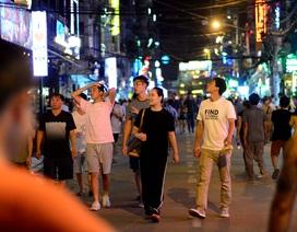 Ngày đầu tiên Phố đi bộ Bùi Viện cấm xe, người dân thong dong dạo phố