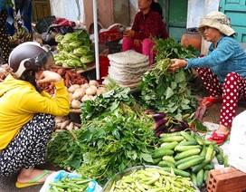 Miền Trung: Mưa lũ kéo dài, giá rau xanh tăng phi mã