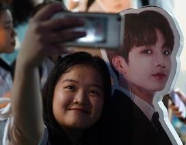 """Giới trẻ Sài Gòn """"phát sốt"""" với... hình nhân của nhóm nhạc BTS"""