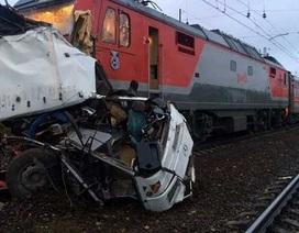 Nga: Tàu hỏa đâm nát xe buýt, ít nhất 16 người thiệt mạng