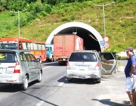 5 ô tô tông nhau trước cửa hầm Phú Gia