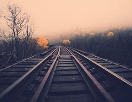 Người mẫu 19 tuổi thiệt mạng vì chụp ảnh trên đường ray tàu hỏa