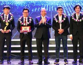 Thủ tướng Nguyễn Xuân Phúc trao giải Nhất Nhân tài Đất Việt 2017
