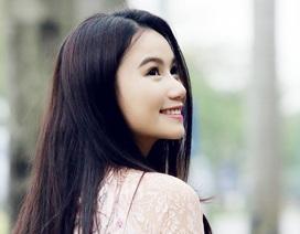 Diễn viên, họa sĩ Lương Giang hào hứng khai xuân vẽ tranh hoa đào