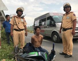 CSGT bắt đối tượng liên tục cướp tài sản ở cửa ngõ Sài Gòn