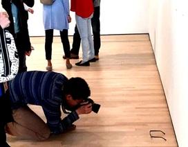 """Bật cười với những """"trò chơi khăm"""" của nghệ thuật hiện đại"""
