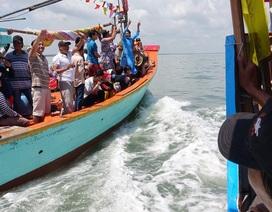 """""""Choáng"""" với cảnh ngư dân tăng tốc bám sát thuyền Nghinh như… phim hành động"""
