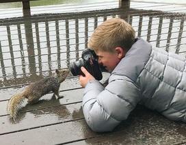 Cậu bé chiến thắng số phận, đoạt giải thưởng nhiếp ảnh nhờ niềm đam mê bất tận