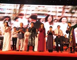"""Nồng nàn đêm nhạc Trịnh Công Sơn sau sự cố cấm hát """"Nối vòng tay lớn"""""""