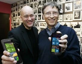 """""""Chia tay"""" Windows Phone, tỷ phú Bill Gates dùng điện thoại gì?"""
