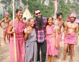Đạo diễn phim Kong ấn tượng với làng thổ dân dựng ở Ninh Bình