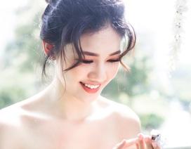 """Á hậu Thanh Tú bất ngờ hóa """"cô dâu"""", khoe bờ vai mong manh"""