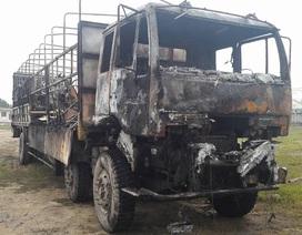 Xe tải cháy đen khi đang lưu thông