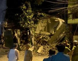 Nhà 3 tầng đổ sập trong đêm, đè nát nhà bên cạnh