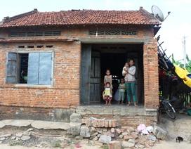 """Không nhà, không tiền, 5 mẹ con sống """"lay lắt"""" với 15kg gạo của nhà chùa"""